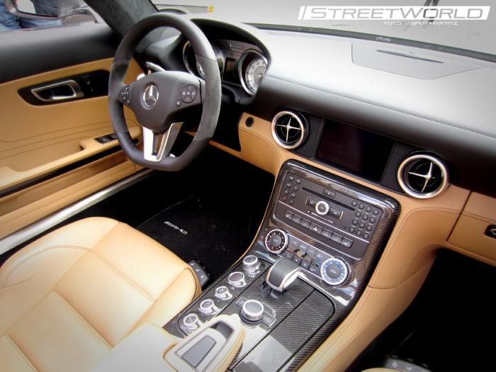 Mercedes Benz SLS AMG Cockpit