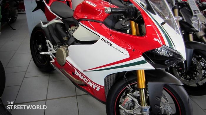 Ducati Superbike 1199 Panigale S Tricolore 2012 Front