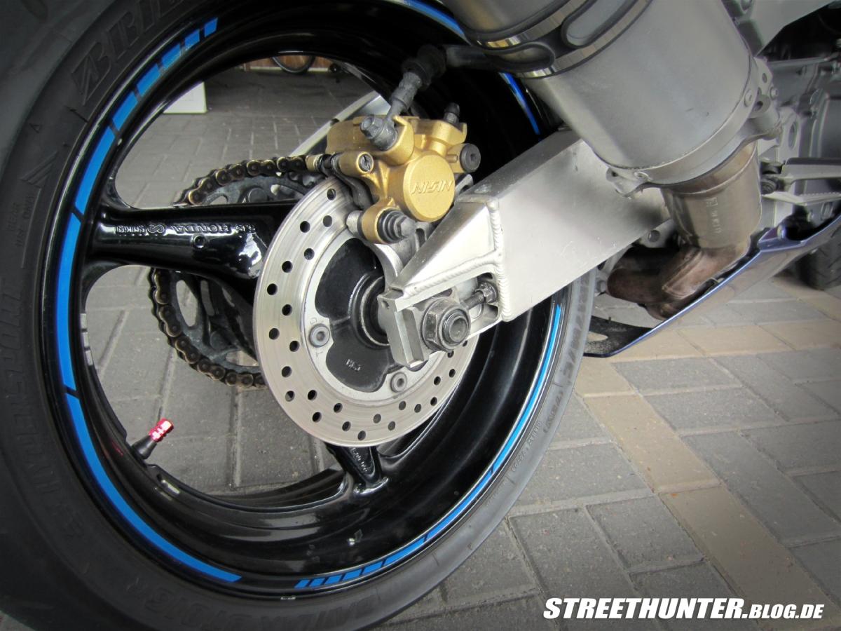 Anleitung: Motorrad Felgenbänder richtig anbringen und entfernen