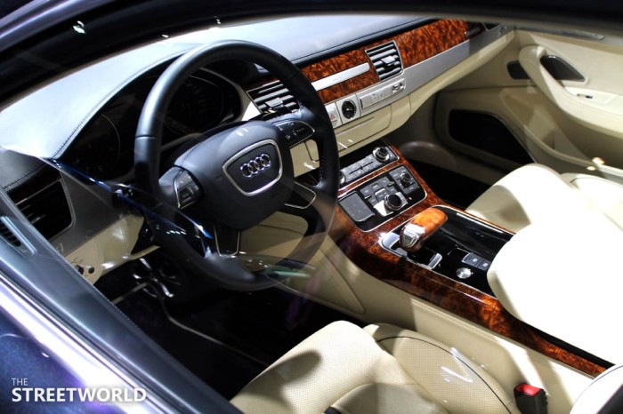 Audi A8 W12 L Cockpit