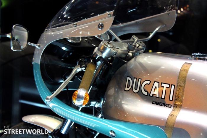 Ducati Desmo 750 Super Sport Cockpit