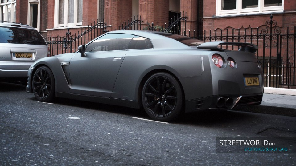 Matt Grey Nissan GT-R in London Wallpaper HD 1920 1200