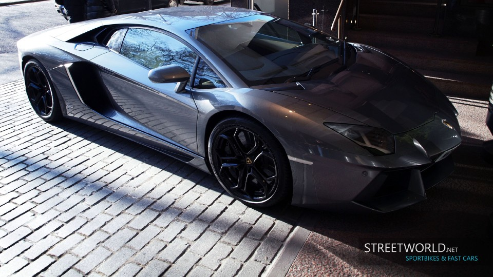 Powerful Lamborghini Aventador in London Wallpaper HD 1920 1200