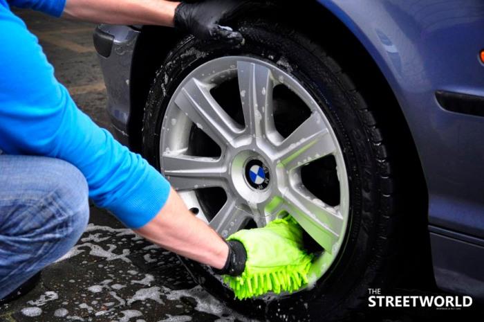 4 Auto Felgen reinigen